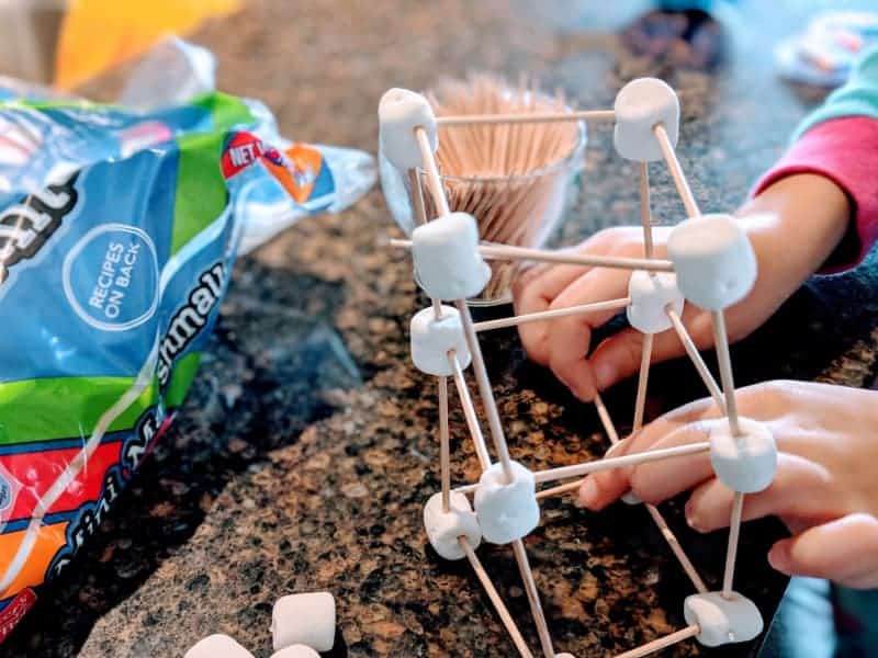 Toothpick and marshmallow building - Indoor activities for kids