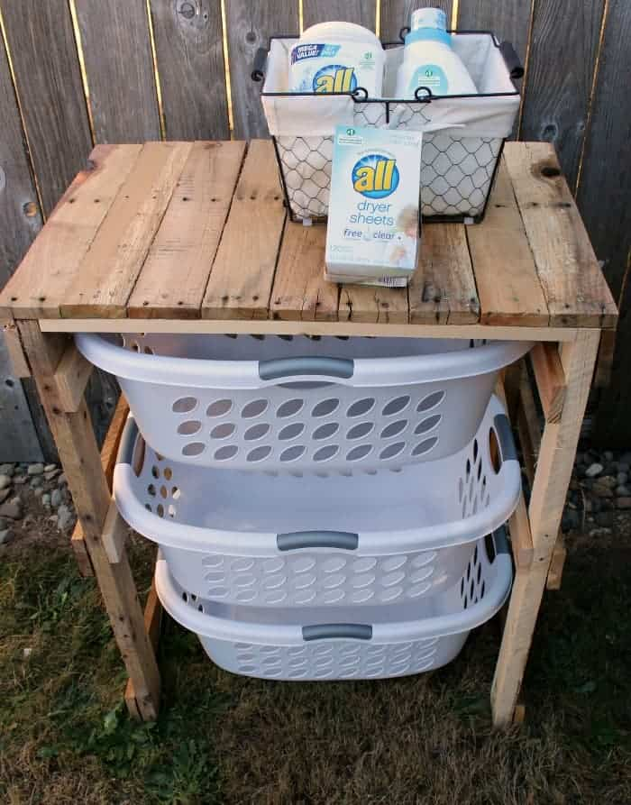 DIY Farmhouse Pallet Laundry Shelf