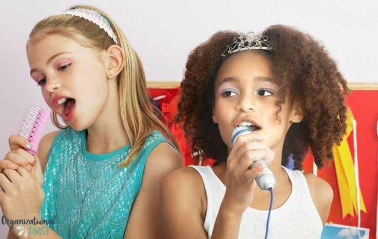 2 girls lip syncing